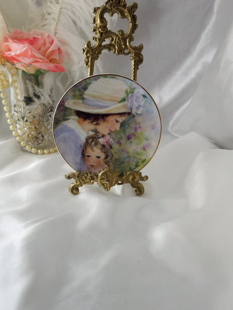 Vintage 1990s Decor Avon Plate Tender Moments Mothers Day