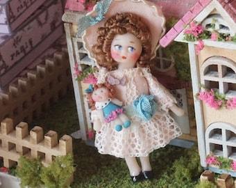 STAFFA Casa delle Bambole Abbigliamento in Miniatura Rosso 1:12 SCALA crochet Abito