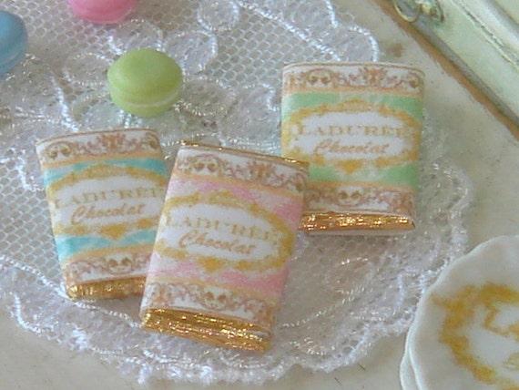 Barres de chocolat maison de poupée. 01:12 chocolats miniatures pour maisons de poupées. Pâtisserie Miniature de Collection.