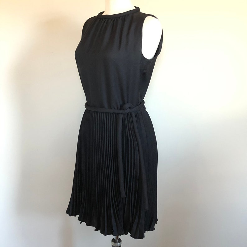 Fun and Flirty Vintage 60\u2019s Little Black Dress Sz 28\u201d W
