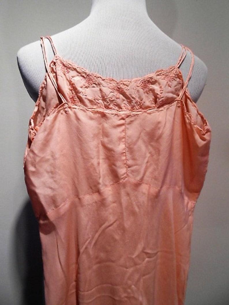 1950 c Vintage Pink Silk /& Hand Embroidered Slip Size 32