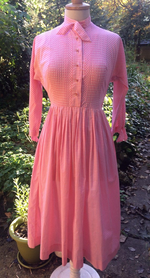Pretty pink 50s gingham dress - image 3