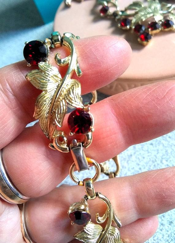 Coro Pegasus Ruby Crystal Rhinestone Necklace /& Bracelet Set; Demi Parure; 1950s
