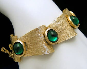 Vintage Crown Trifari Green Glass Cabochon Bracelet Gold Tone Gorgeous