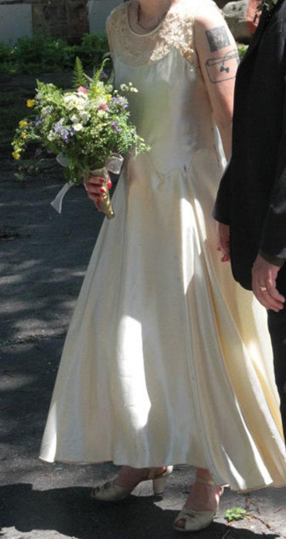 1920s white sleeveless satin wedding dress