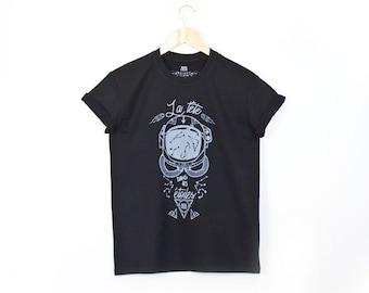 89cc45903e462 Tee shirt homme noir COSMONAUTE, dessin original sérigraphié casque  astronaute, étoiles, manches courtes, col rond, idée cadeaux pour homme