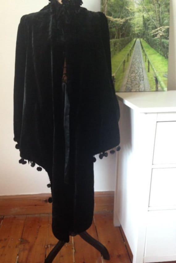 Fabulous Victorian black velvet cloak, Antique qui