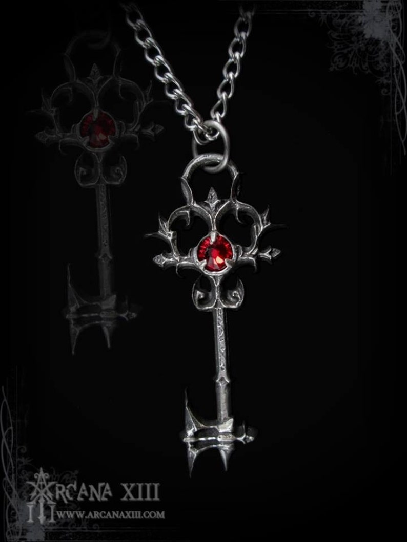 Pendentif Clé Gothique Avec Fini Antique Et Cristal Swarovski De Votre Choix