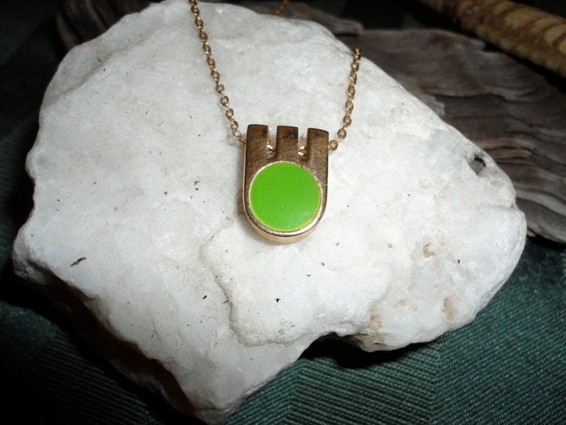 Vintage Green Cabochon Flat Stone Gold Tone Necklace