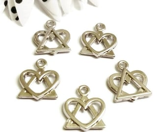 5 Pcs Triangle Heart Charm Pendant - AA  Alcoholics Anonymous - Adoption Symbol Logo - 12 Step Recovery - Shiny Finish
