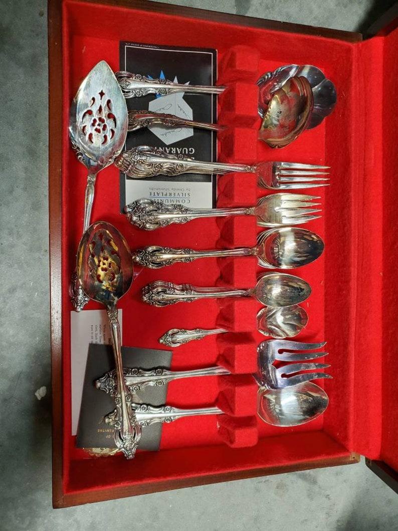 Silver Plate Set Pour 8 avec pièces de service, pièces, Argenterie avec boîte originale, Excellent, milieu du siècle moderne