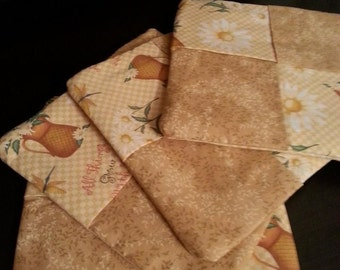 Quilted Set of 2 Daisy Pitcher Pot Holders/Trivets