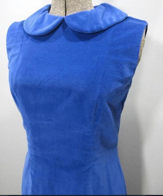1960s vintage electric blue velvet shift dress wi… - image 5