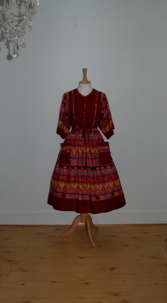Gorgeous Maroon Red Bold Liberty Print 1970's Dres
