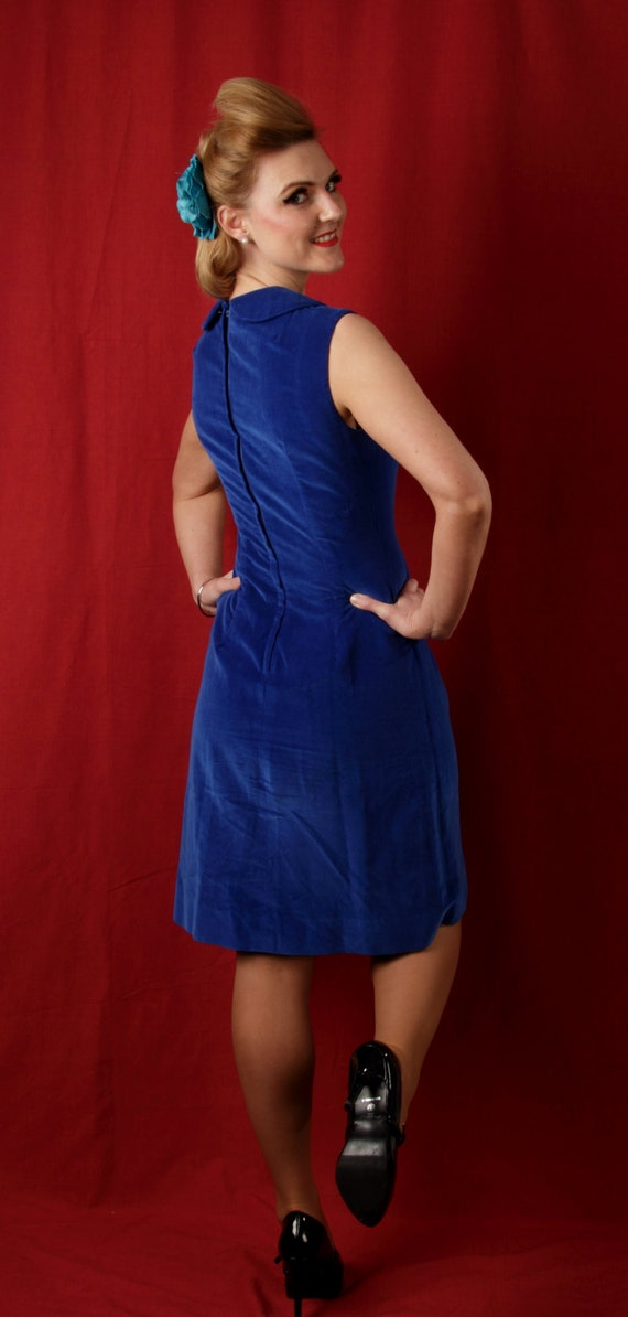 1960s vintage electric blue velvet shift dress wi… - image 2