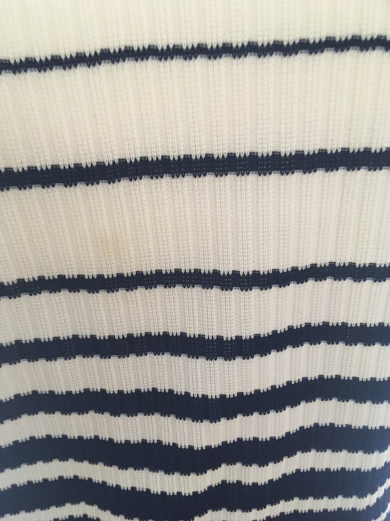 Size ML A lovely 1960s stretchy white top with navy stripes