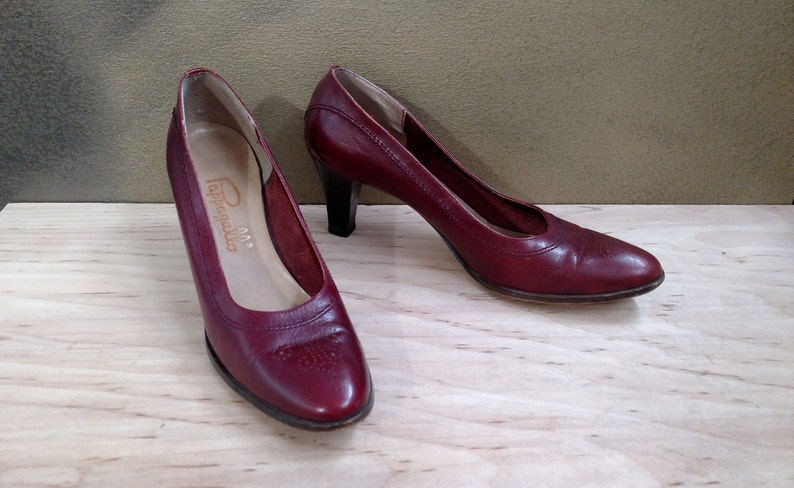 b95e3f42318 PAPPAGALLO Vintage Spectator Pumps..Size 8.5 Narrow N..Cranberry Red  Burgundy Leather..