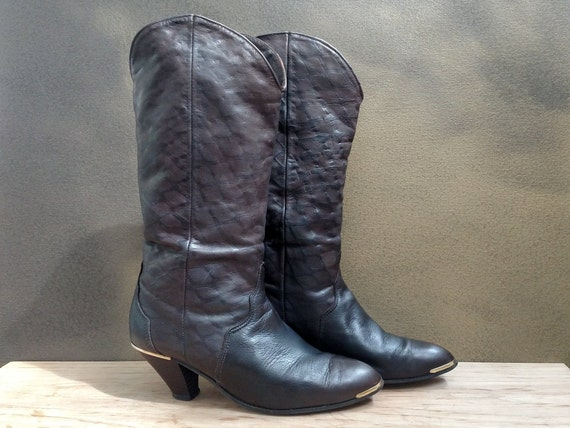 pretty nice many styles on wholesale 7.5M ACME Vintage Western Fashion Boots..Ladies..Dark Brown Embossed Leather