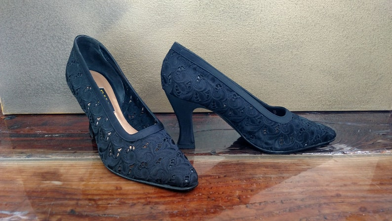 Size 9N 90/'s DIVA by NADINE LEVENSON Black Fabric Pumps..Embroidered Eyelet Lace
