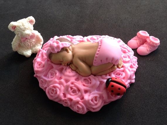 Bed Met Rozen.Fondant Baby Liggend Op Een Roze Bed Van Rozen Taart Topper Etsy