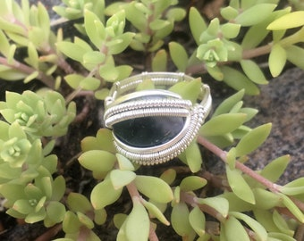 Size 7 1/2 Green Moss Agate Wore Wrapped Ring in 925 Sterling Silver with Special Patterned Band