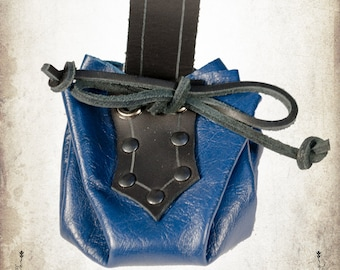 Blue medieval small belt purse in leather for LARP, action roleplaying and cosplay