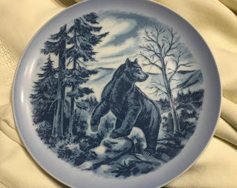 Collectible Viletta's Arts Wildlife of America Series 7.5 inch plate number 561 Limited Edition Grizzly Bear Northwest Roseburg