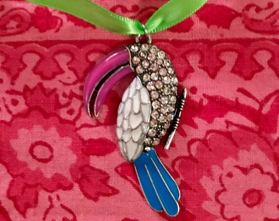Vintage Troprical Parrot Toucan Bird Pendant Necklace Choker Pendant colorful enamel & rhinestones