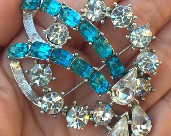 Breathtaking Bright Sparkling Juliana Style Aqua Blue & Clear Ice Rhinestone Wreath Brooch Pin