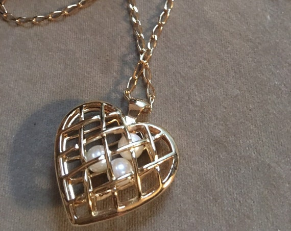 Still New in the Box 1992 Avon Capture Your Heart Pendant Necklace 3 Pearls in a Heart shaped Cage