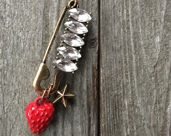 Edgy 80s 90s Glam Rhinestone Saftey Pin Charm Necklace with Strawberry and Star Charms