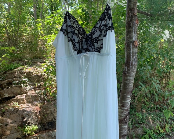 Vanity Fair Pale Blue Green & Black Lace Vintage Neglige Night Gown Size Small