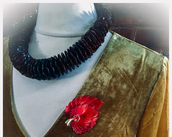 Beautiful Boho Gypsy Cowgirl Buffalo Horn Resin Ruffled Collar Necklace Choker, High fashion Runway Jewelry