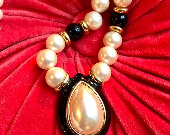 Gorgeous High End Signed 80's Couture Style Napier Large Faux Pearl & Black Enamel Art Deco Runway Statement Necklace