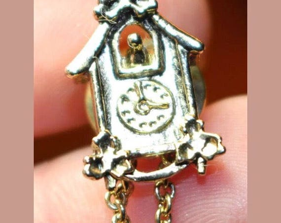 Super adorable cute vintage miniture Cuckoo Clock detailed Tack Pin Brooch