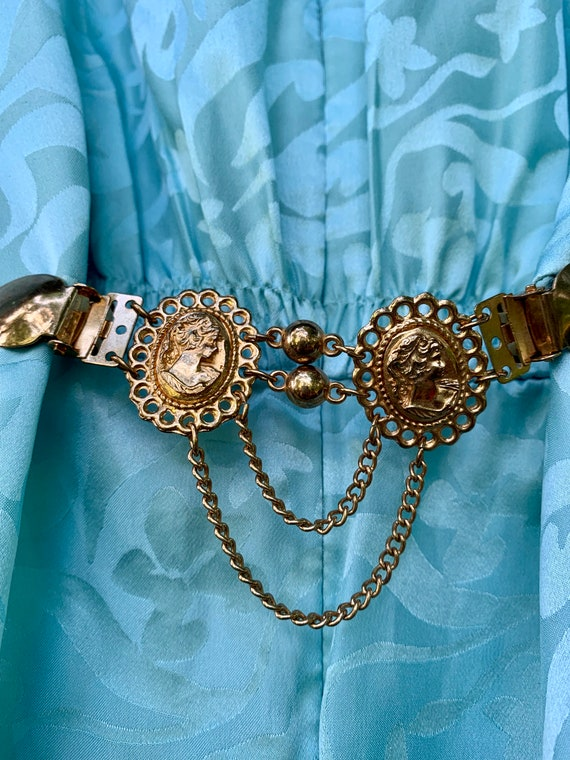 Super Cool fashion Reboot Vintage Shirt Clip, Ornate Goldtone Gothic Cameo 80s 90s Blouse Blazer Dress Clincher Pincher Collar Clip