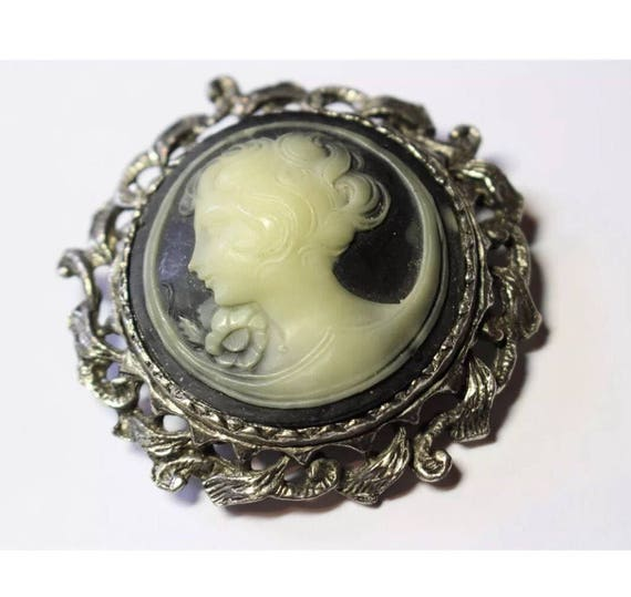 Large Round Vintage Victorian Revival Black & White Cameo in Silvertone  scrolled framing Brooch Pin