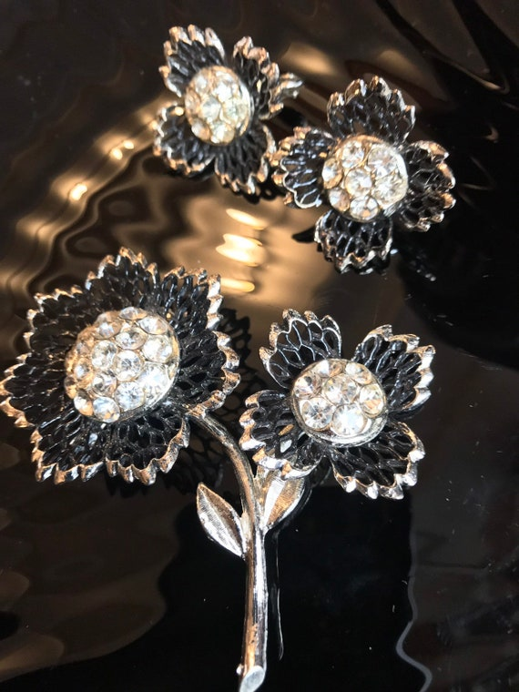 Mid Century Modern Black and Silver Flower Pin and Earrings Set