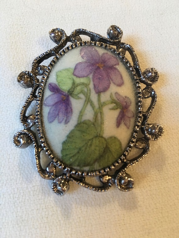 Purple Violet Floral Sugared Acrylic Vintage Brooch with Silvertone Scrollwork, Mid Century 70s Country Holly Hobby Folksy Jewelry
