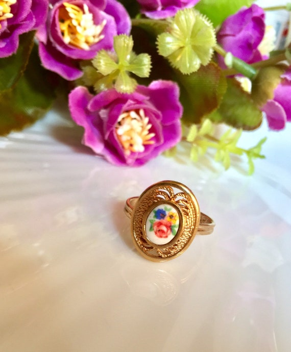 Mid Century Vintage Floral Transfer Ring , Ornate Filigree Goldtone w/ Cottage Chic Romantic Spring Flowers on Ceramic, Adjustable Ring