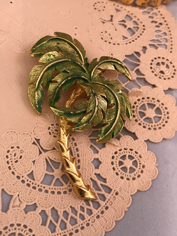 Fantastic Art Deco Revival Painted etched goldtone Tropical Palm Tree Pin, Awesome 80s Stylish Unisex Lapel Pin, Vintage Brooch