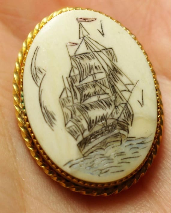 Vintage Carved Bone Scrimsaw Ship Boat Lapel Pin Brooch Charm Pendant seaman fisherman jewelry