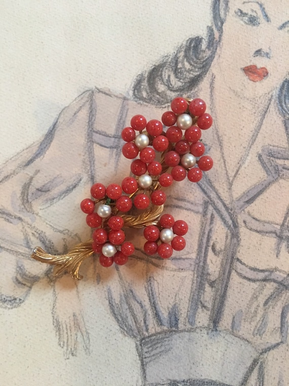 Lovely Art Deco Coral & Faux Pearl Flowers Vintage Lapel Pin