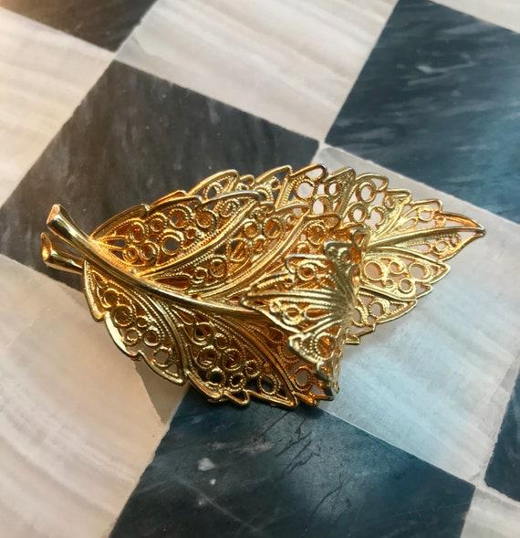 Signed Lisner Golden Leaf Pin, Filigree Frond Vintage Brooch, Elegant Unisex Lapel Pin Boutonnières Corsage