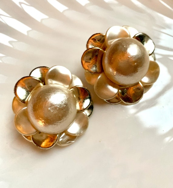 Big Fun Flirty Faux Pearl Dome 3D Floral Vintage Make a Statement Earrings, Fantastic 50s Glamour Costume Jewelry, Light Weight Clip ons