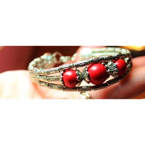 Vintage Southwestern Hollywood Regency Red Beaded Fancy Bamboo Bangle Bracelet with Clasp