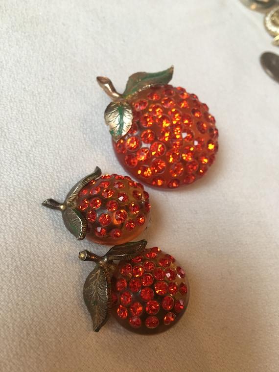 Amazing Orange Fruit Rhinestone Lucite Green Enamel Vintage Pin Earring Demi Parure SetSo hot!