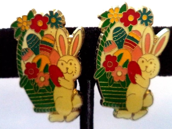 Adorable Kitsh Enamel & Goldtone Easter Bunny Rabbit With Colored Eggs in Easter Basket Clip On Earrings