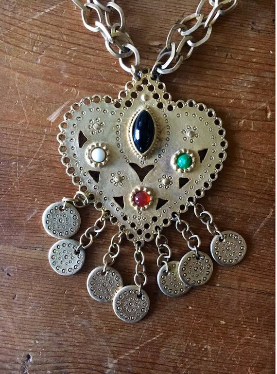 Exquisite Etruscan Byzantine  80's 90's Goldtone & Glass Jeweled Chained Heart Necklace
