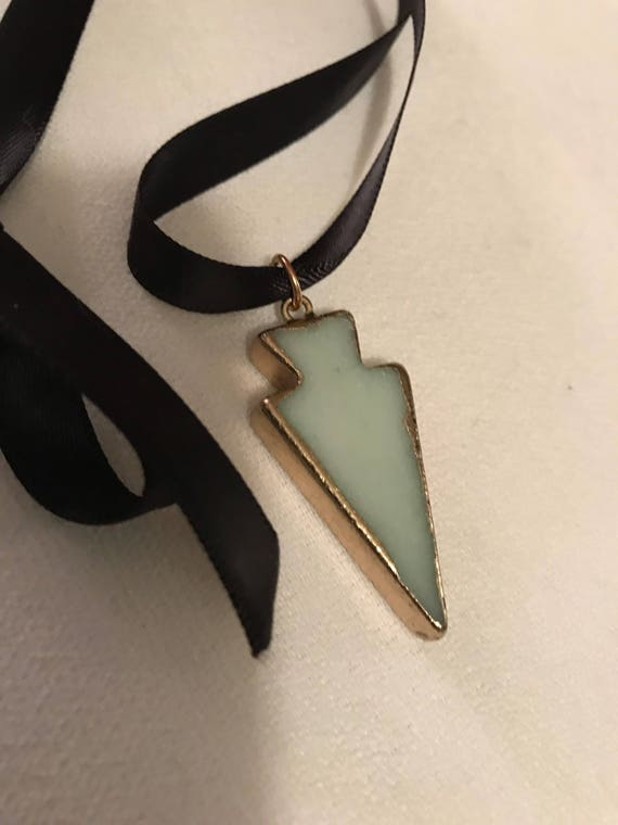 Stylish 80' 90's Arrow Pendant Choker made of Smooth Very Light Green Marble edged with shiny Liquid Gold Tone